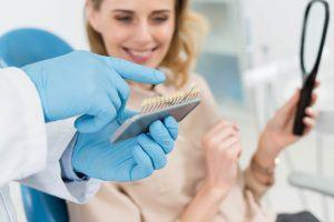 onde fazer implante dentário em idosos