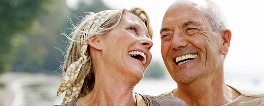quanto é um implante de dente em idosos